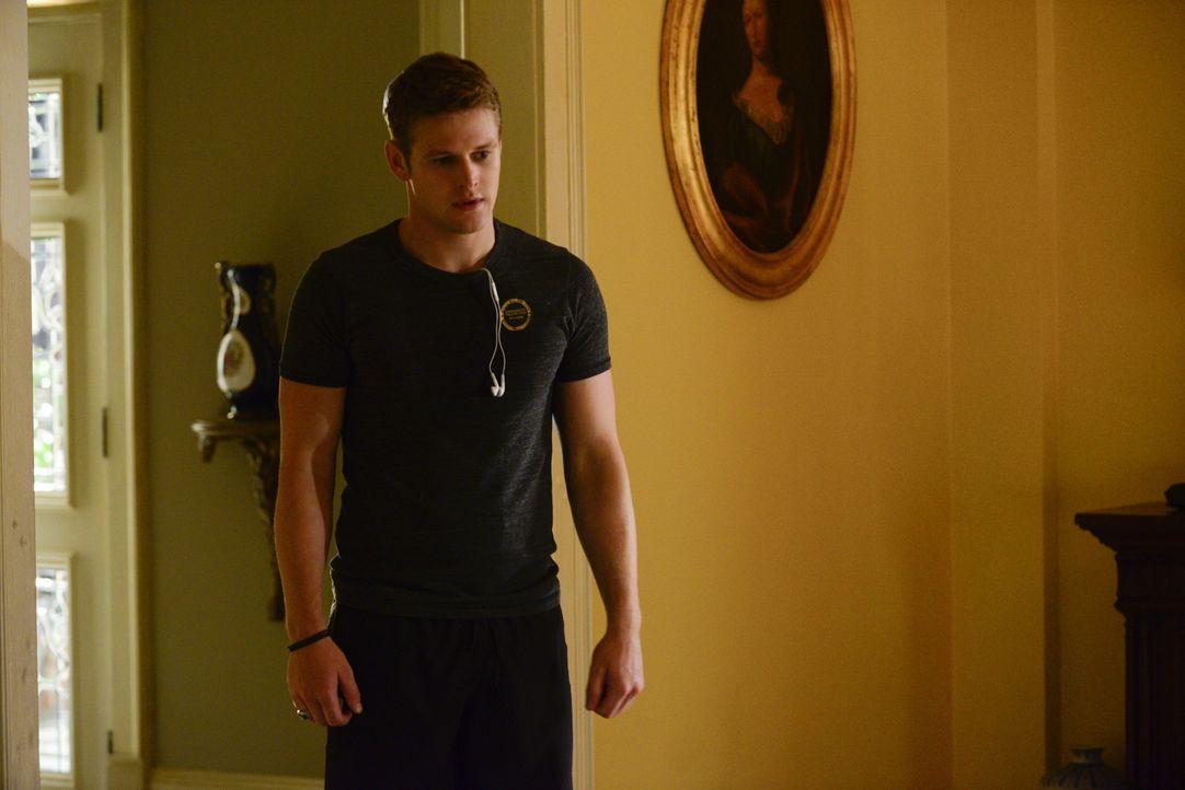 Matt muss Druck ablaufen - Bildquelle: Warner Bros. Entertainment Inc.