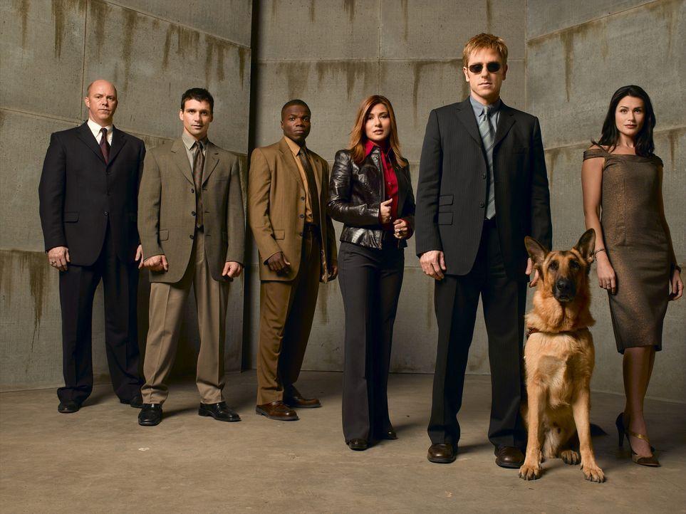 (1. Staffel) - Während einer Schießerei verliert der New Yorker Detective Jim Dunbar (Ron Eldard, 2.v.r.) sein Augenlicht. Doch er gibt nicht auf... - Bildquelle: TM &   2006 CBS Studios Inc. All Rights Reserved.