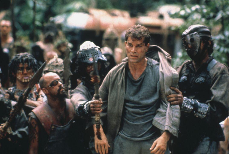 Robbins (Ray Liotta, 2.v.r.) gerät in die Hände der Outsider ... - Bildquelle: Columbia Tristar International Television
