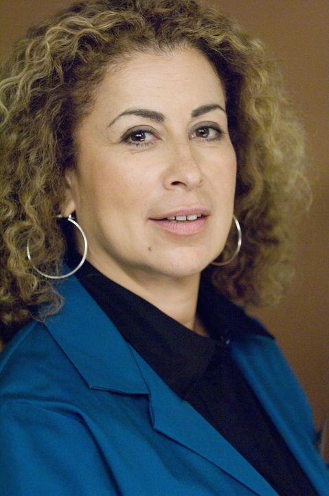 Liebe hat ihren Preis: Liz (Roma Maffia) ... - Bildquelle: TM and   2004 Warner Bros. Entertainment Inc. All Rights Reserved.