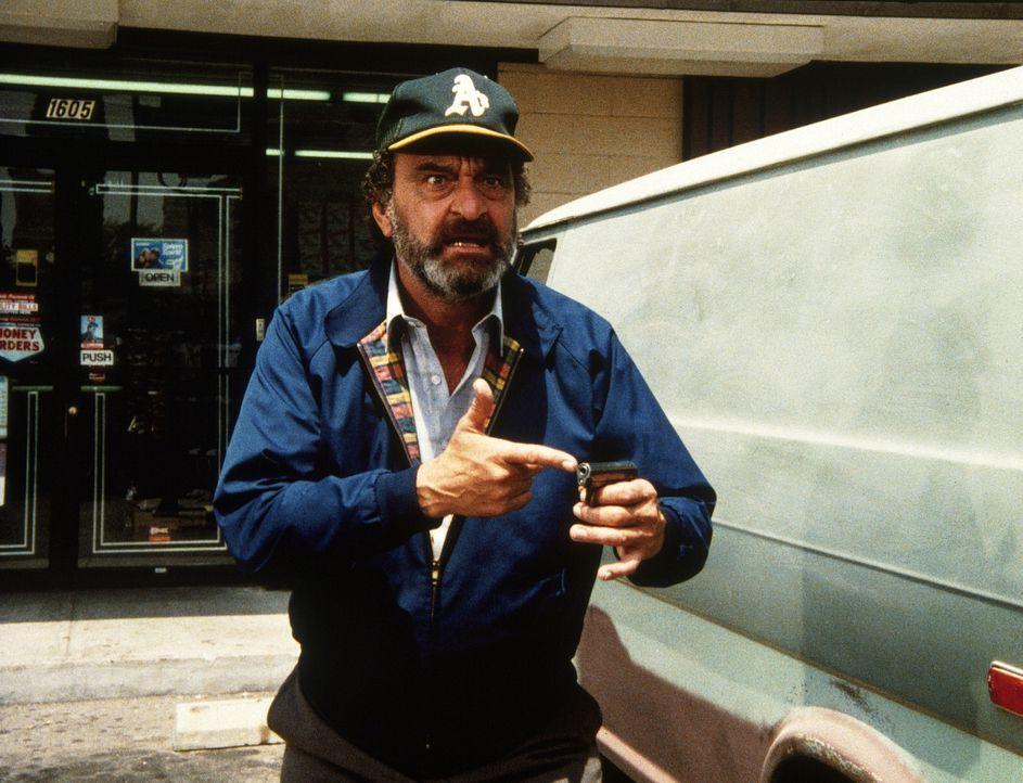Mark (Victor French) kann sich nicht erklären, wie er plötzlich in den Besitz einer Pistole gekommen ist ... - Bildquelle: Worldvision Enterprises, Inc.