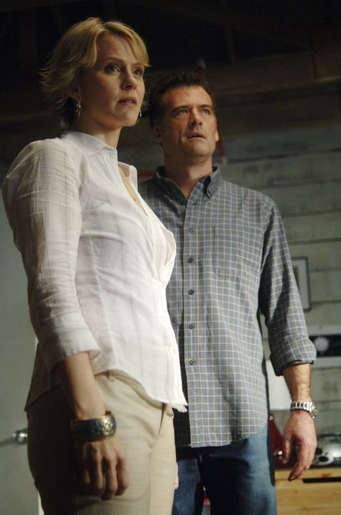 Geraten in einen Konflikt mit Tom Foss: Nicole (Marguerite MacIntyre, l.) und Stephen (Bruce Thomas, r.) .. - Bildquelle: TOUCHSTONE TELEVISION