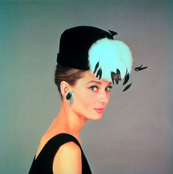 Holly Golightly (Audrey Hepburn) - Bildquelle: (1960) BY PARAMOUNT PICTURES CORPORATION. ALL RIGHTS RESERVED.