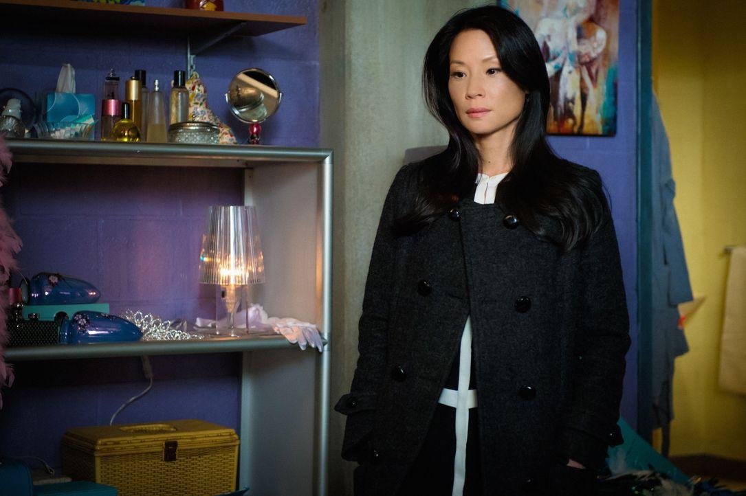 Kann Dr. Watson (Lucy Liu) in der Garderobe der Tänzerin Iris Lanzer einen Hinweis darauf finden, wer ihre Kollegin umgebracht hat? Iris gehört selb... - Bildquelle: CBS Television