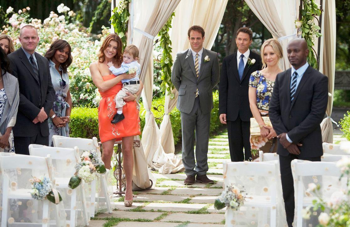 Warten gespannt auf die Braut: Naomi (Audra McDonald, 3.v.l.), Addison (Kate Walsh, 4.v.l.), Sam (Taye Diggs, r.), Charlotte (KaDee Strickland, 2.v.... - Bildquelle: ABC Studios