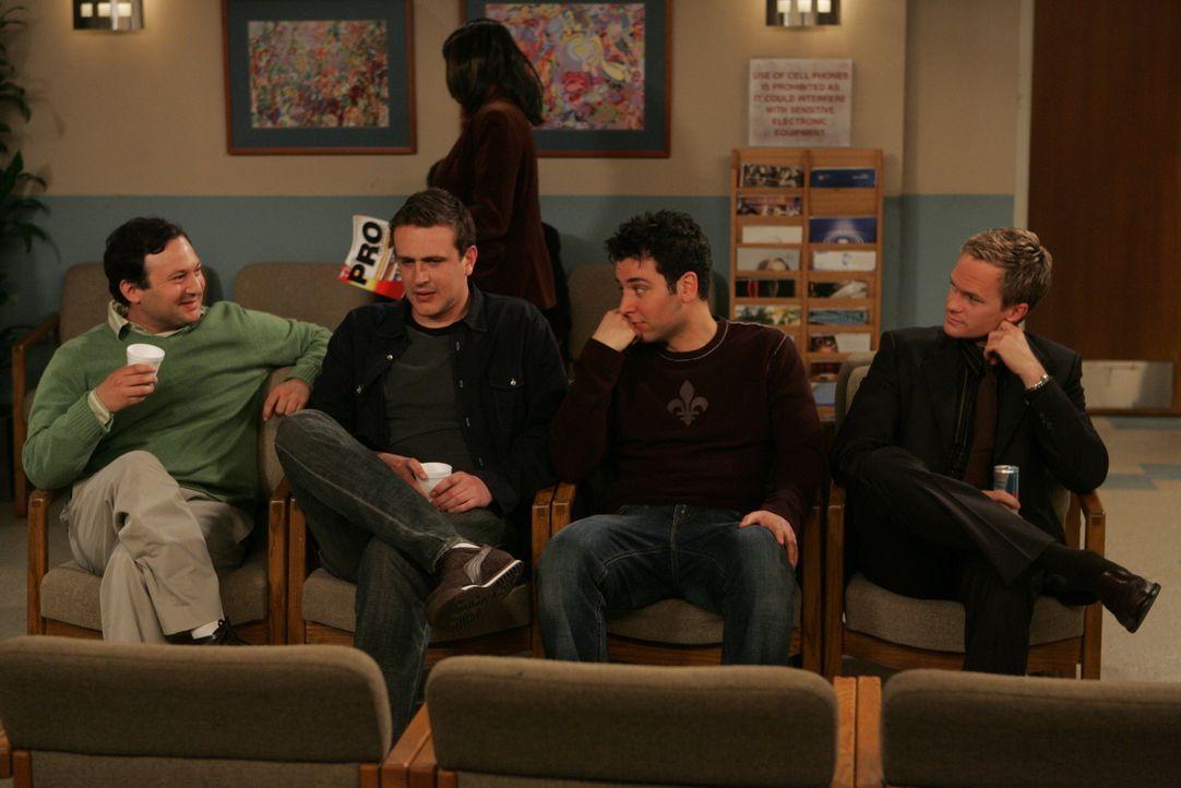 Damit haben Ted (Josh Radnor, 2.v.r.), Marshall (Jason Segel, 2.v.l.), Barney (Neil Patrick Harris, r.) und Stuart (Matt Boren, l.) nicht  gerechnet... - Bildquelle: Monty Brinton 20th Century Fox International Television