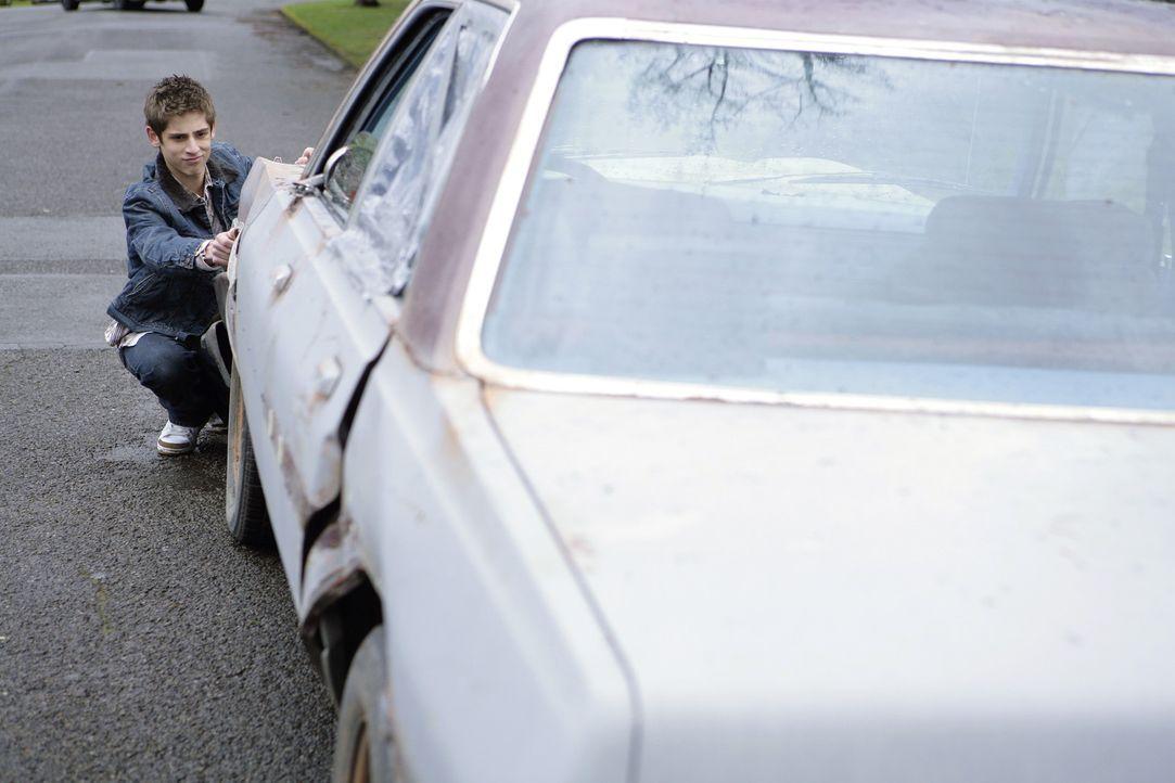 Er ist voller Begeisterung: Weil Josh (Jean-Luc Bilodeau) den Führerschein besteht, bekommt er ein Auto geschenkt. - Bildquelle: TOUCHSTONE TELEVISION