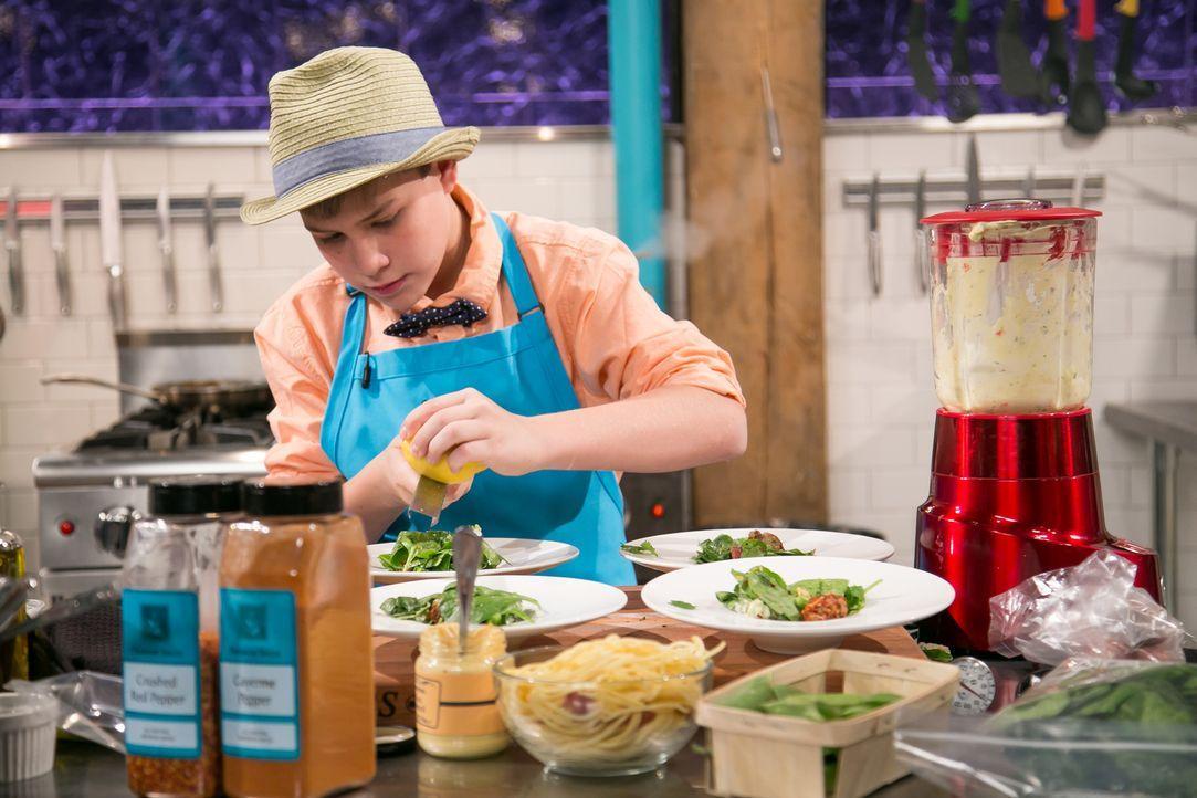 Taube und Hot-Dog-Pasta - Bildquelle: Susan Magnano 2016,Television Food Network, G.P. All Rights Reserved/Susan Magnano