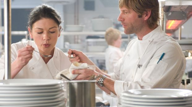 Sie fürchtet um ihren Job: Chefköchin Kate (Catherine Zeta-Joes, l.) sieht de...