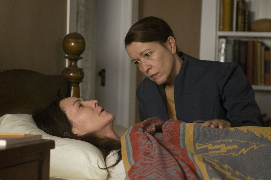 In Beck Strand (Linda Emond, r.) findet Georgia O'Keeffe (Joan Allen, l.) eine Freundin, die ihr in den schwersten Stunden zur Seite steht ... - Bildquelle: 2009 Sony Pictures Television Inc. All Rights Reserved.