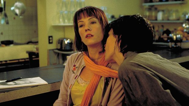 Ein ziemlich ungleiches Gespann: Una (Arly Jover, r.) und Zoey (Natasha Gregs...