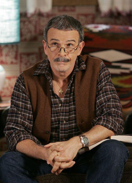 Ist enttäuscht, dass Betty an Thanksgiving Überstunden machen muss: Ignacio (Tony Plana) ... - Bildquelle: Buena Vista International Television