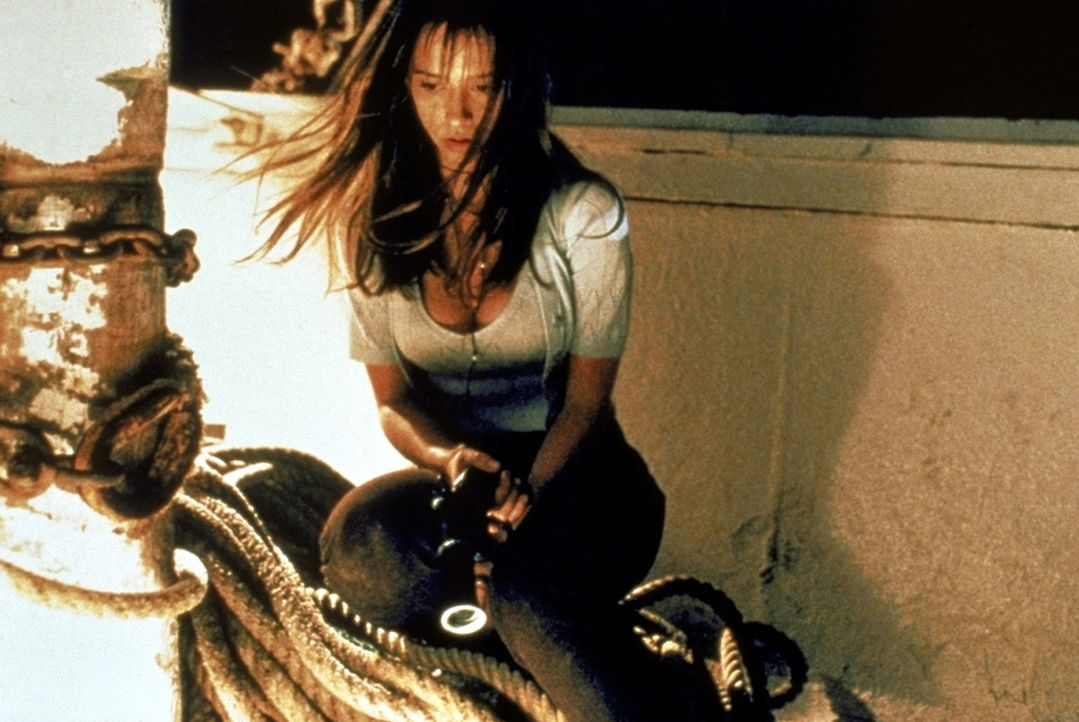 """Julie (Jennifer Love Hewitt) versucht, dem Geheimnis des """"Fischers"""" auf den Grund zu gehen ... - Bildquelle: Columbia Pictures"""