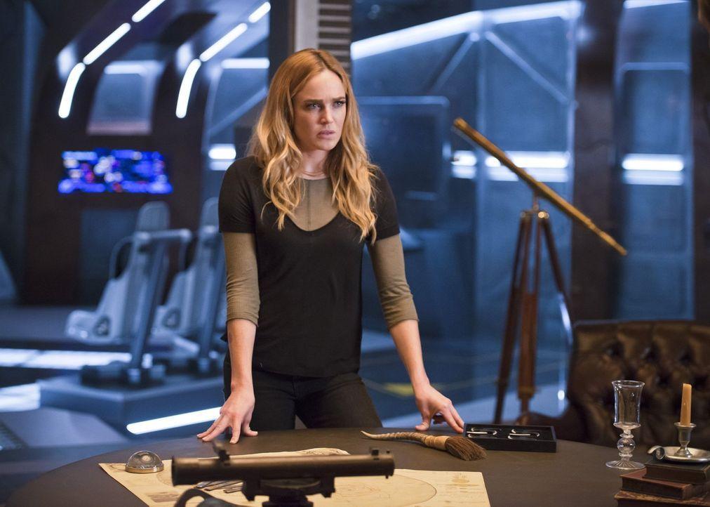 Nachdem Kendra auf ihrer letzten Mission die Kontrolle verloren hat, soll ausgerechnet Sara (Caity Lotz) sie lehren, mit dem inneren Monster umzugeh... - Bildquelle: 2015 Warner Bros.