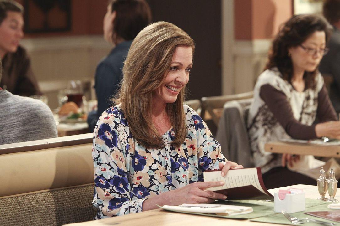 Seit sie glaubt, ein neues Leben angefangen zu haben, ist Bonnie (Allison Janney) mit sich und der Welt im Reinen - doch ihre Umwelt sieht das manch... - Bildquelle: Warner Bros. Television