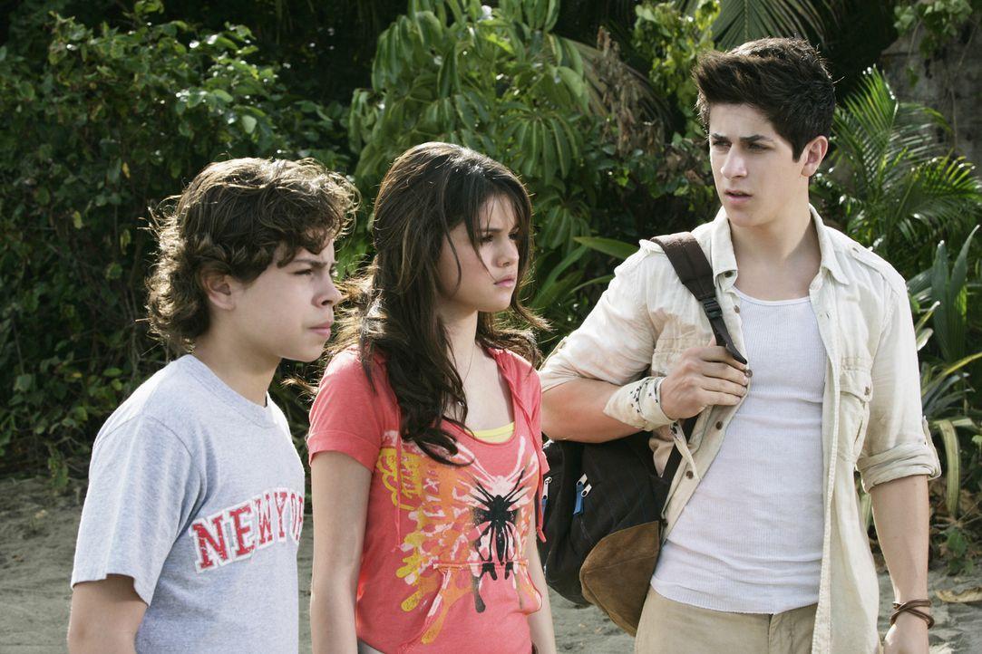 Voller Entsetzen müssen die Kinder wahrnehmen, dass ihre Eltern sich seit des fatalen Zauberspruchs nicht mehr kennen: Alex (Selena Gomez, M.), Jus... - Bildquelle: 2009 DISNEY ENTERPRISES, INC. All rights reserved. NO ARCHIVING. NO RESALE.
