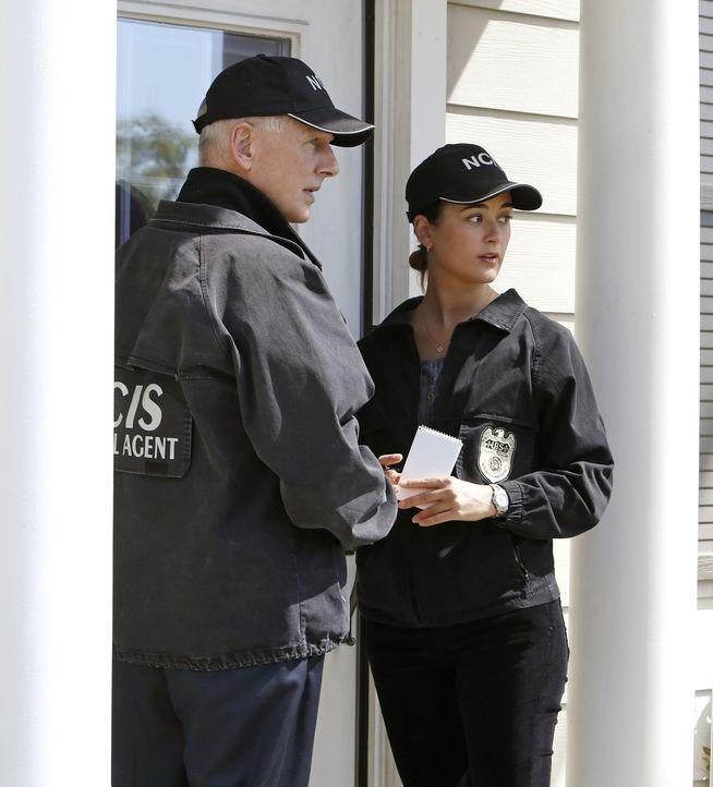 Als eine Reservistin der Navy nach Hause kommt, ist ihr Ehemann verschwunden und das Wohnzimmer ist voller Blut. Sie schaltet Ziva (Cote de Pablo, r... - Bildquelle: CBS Television