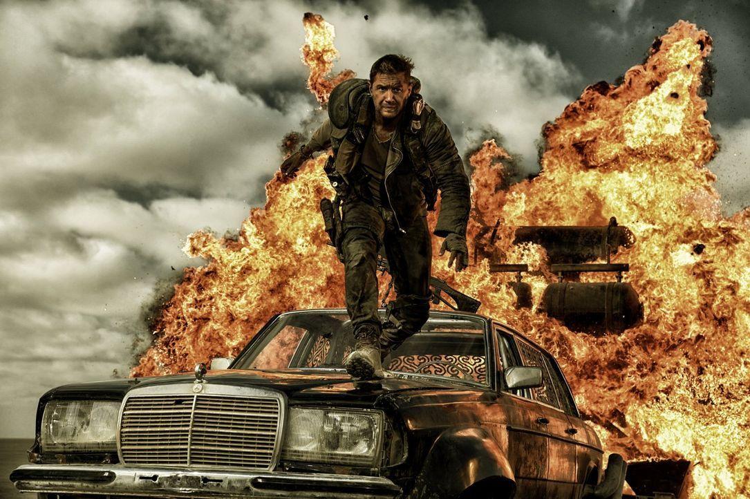 In einer Welt, die nur noch aus Feuer und Blut besteht, kämpft der Einzelgänger Max (Tom Hardy) jeden Tag ums Überleben. Als er sich dann unfreiwill... - Bildquelle: 2015 Warner Bros.