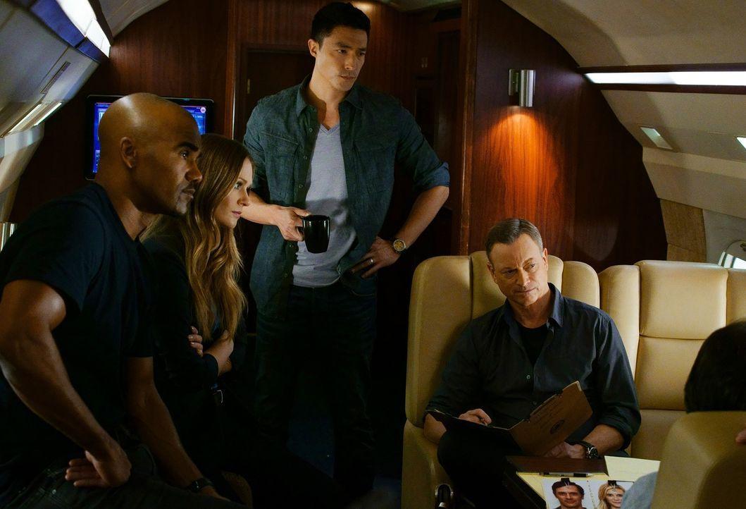 Gemeinsam versuchen sie, einen neuen Fall zu lösen: Morgan (Shemar Moore, l.), JJ (A.J. Cook, 2.v.l.), Matthew Simmons (Daniel Henney, 2.v.r.) und J... - Bildquelle: ABC Studios