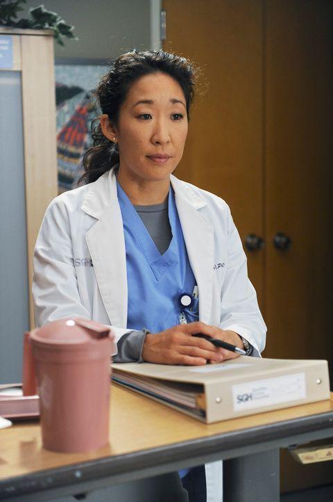 Während Izzie verzweifelt sich nach Geborgenheit sehnt, beginnen Christina (Sandra Oh) und Owen, miteinander zu reden und feinander zuzuhören ... - Bildquelle: Touchstone Television