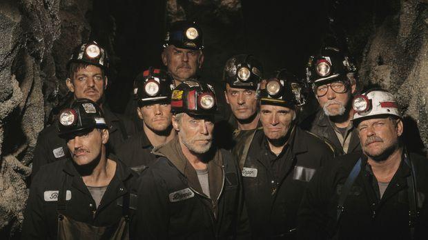 Geben nicht auf: die neun eingeschlossenen Bergleute ... © 2001 Buena Vista I...