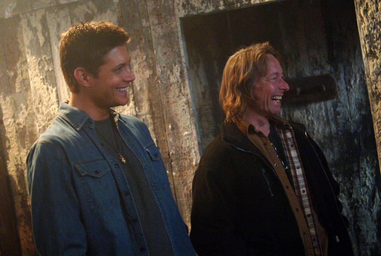 Während der Dreharbeiten zu Supernatural ... - Bildquelle: Warner Bros. Television