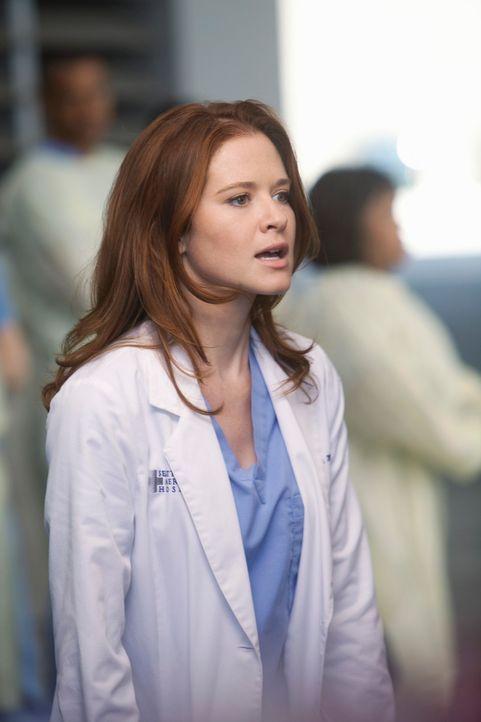 In ihrem neuen Job als leitende Assistenzärztin versucht April (Sarah Drew) die Verantwortung zu übernehmen, als ein großes Loch mitten in Seattle e... - Bildquelle: ABC Studios