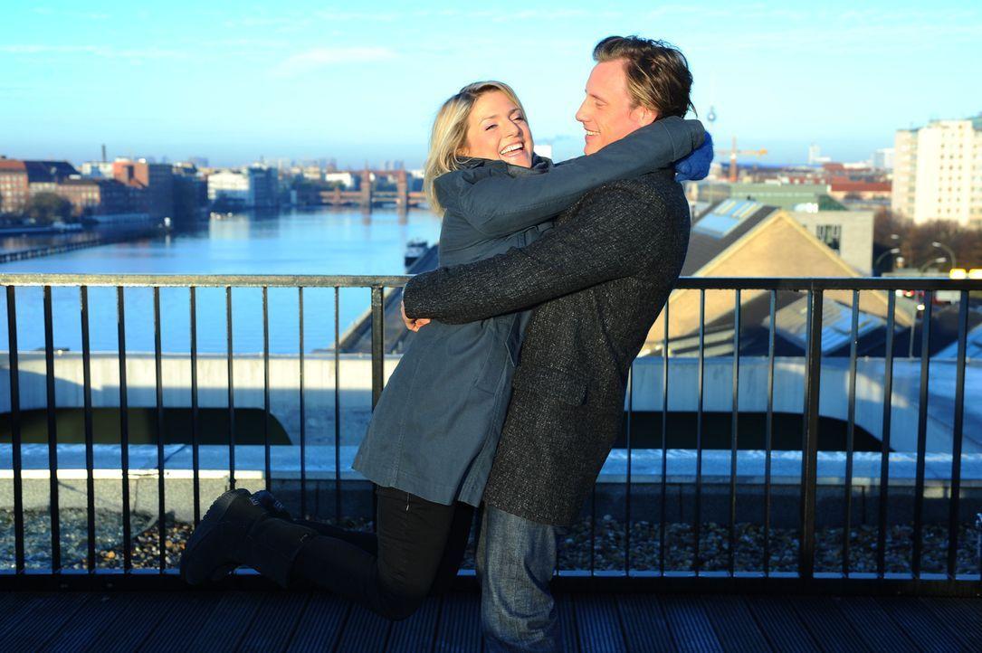 Sind glücklich miteinander: Anna (Jeanette Biedermann, l.) und Tom (Patrick (Kalupa, r.) ... - Bildquelle: SAT.1