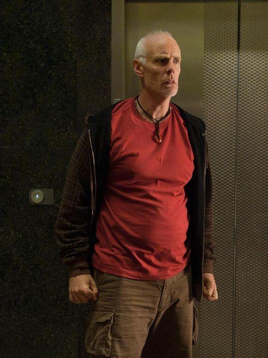 Jim Taggart (Matt Frewer) muss hilflos mitansehen, wie sein Hund Lojack im Wurmloch verschwindet ... - Bildquelle: Universal Television