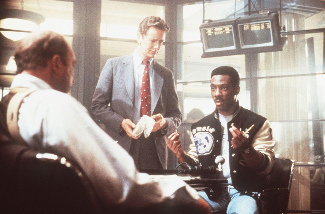 Taggart (John Ashton, l.), Rosewood (Judge Reinhold, M.) und ihr Detroiter Kollege Axel (Eddie Murphy, r.) - er löst den Fall auf alle Fälle ... - Bildquelle: Paramount Pictures