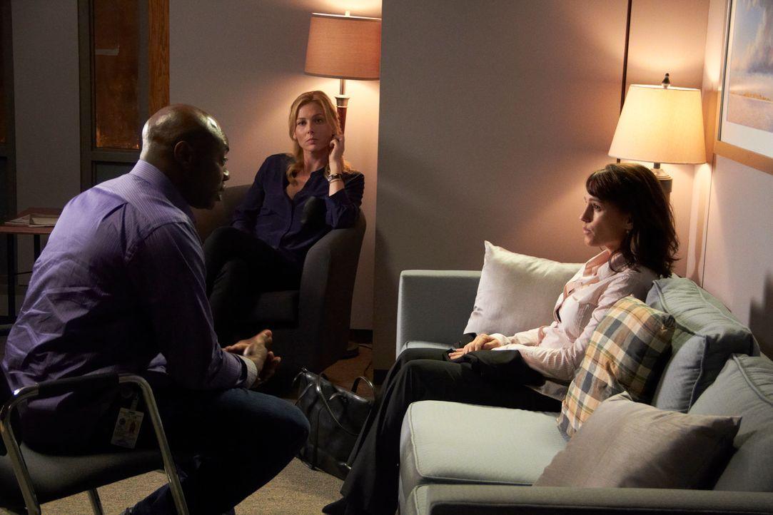 Leo (Dayo Ade, l.) und Daniella (Stefanie von Pfetten, M.) bringen all ihr psychologisches Einfühlungsvermögen ins Spiel, um dem Vergewaltigungsopfe... - Bildquelle: Stephen Scott CBC 2013
