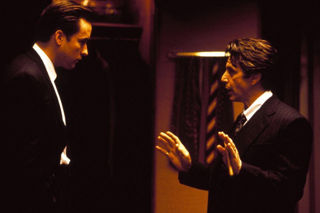 Bürgermeister John Pappas (Al Pacino, r.) ist das Idol seines Assistenten Kevin Calhoun (John Cusack, l.). Deshalb übernimmt Calhoun die undenkbare... - Bildquelle: Warner Bros. Television