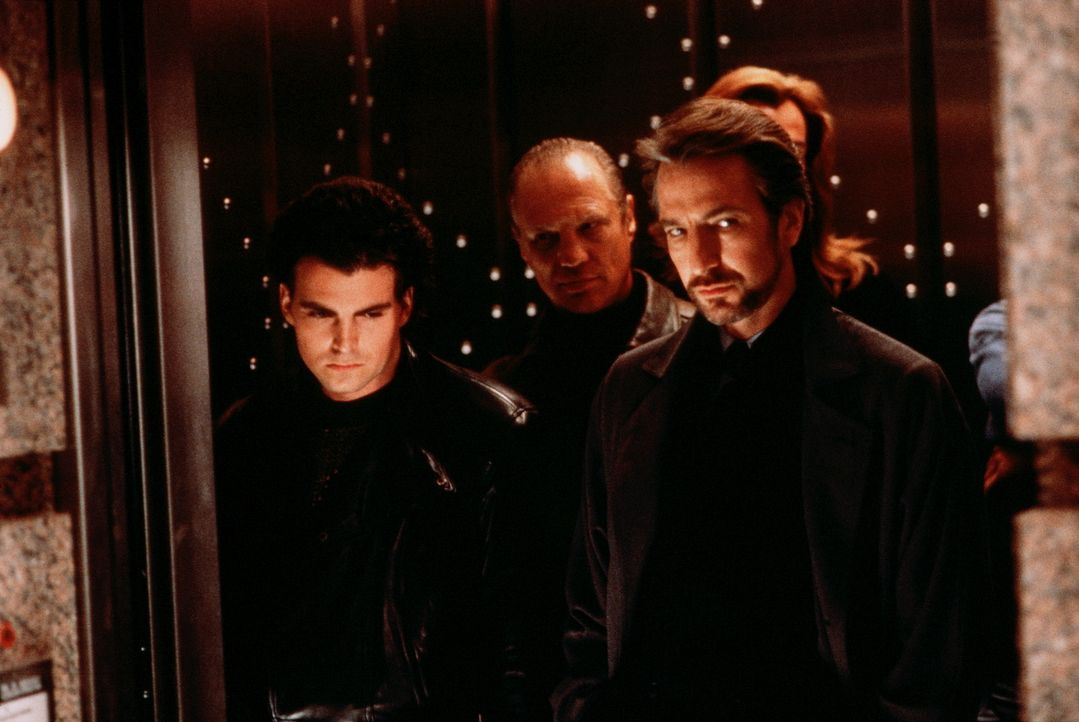 Gelingt es Hans Gruber (Alan Rickman, r.) und seinen Schergen, die 640 Millionen Dollar aus dem Firmentresor zu entwenden? - Bildquelle: 20th Century Fox