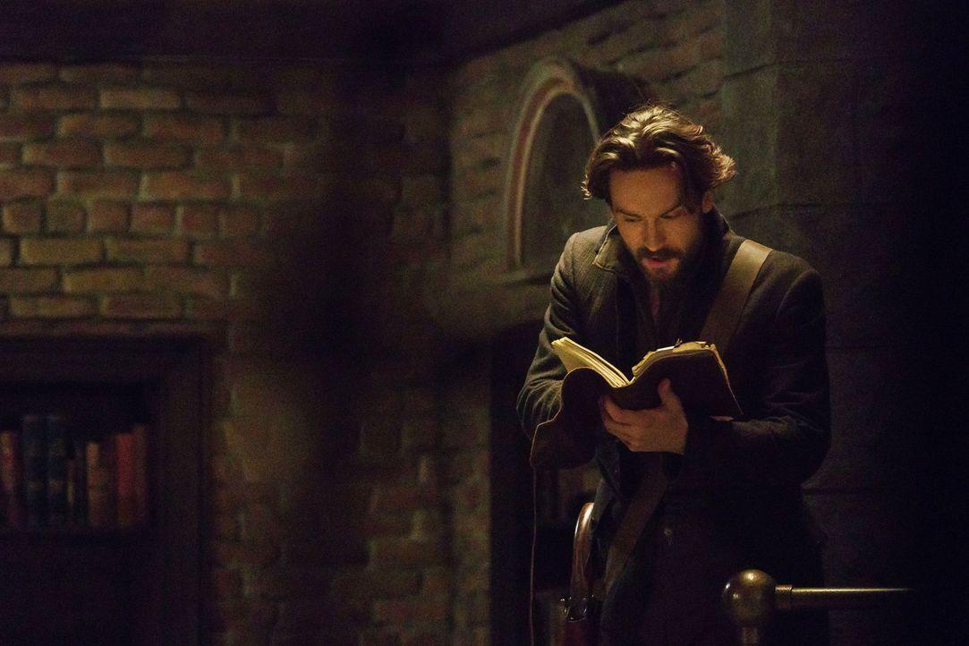 Erkennt Crane (Tom Mison) zu spät, welche Auswirkungen ein mystisches Symbol auf Abbie hat? - Bildquelle: 2015-2016 Fox and its related entities.  All rights reserved.