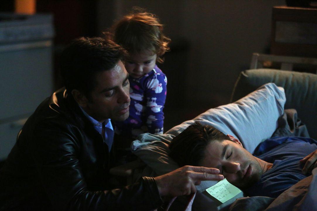 Jimmy (John Stamos, l.) ist beunruhigt, weil eine ärztliche Untersuchung ergeben hat, dass er möglicherwiese Hautkrebs haben könnte. Gegenüber seine... - Bildquelle: Jordin Althaus 2016 ABC Studios. All rights reserved.