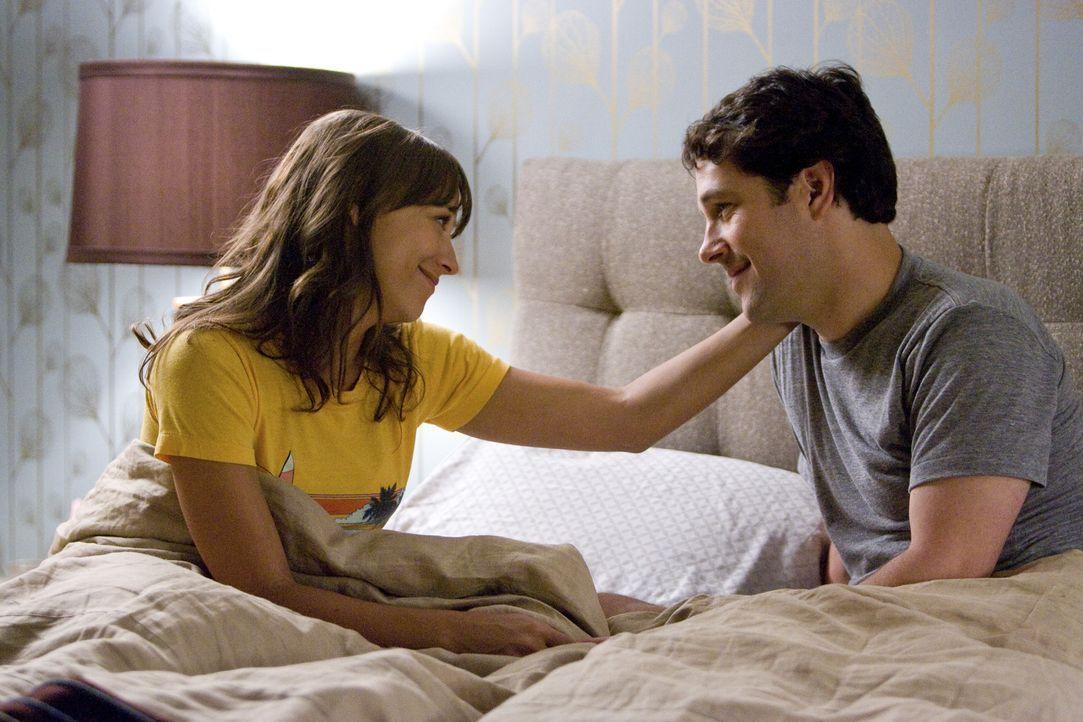 Führen eine glückliche Beziehung, bis er einen Trauzeugen sucht: Peter (Paul Rudd, r.) und Zooey (Rashida Jones, l.) ... - Bildquelle: (2009) DW STUDIOS L.L.C. ALL RIGHTS RESERVED