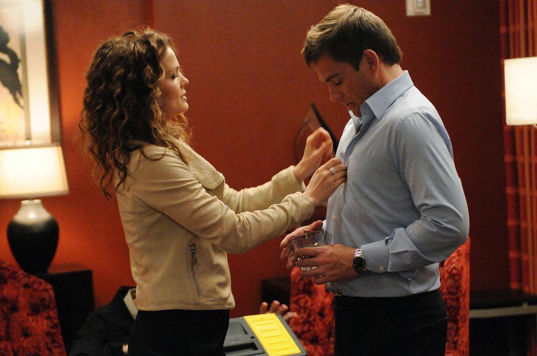 Nach und nach stellen DiNozzo (Michael Weatherly, r.) und das restliche Team fest, dass Moss in dem Motelzimmer mit Charlotte Cook verheiratet war,... - Bildquelle: CBS Television
