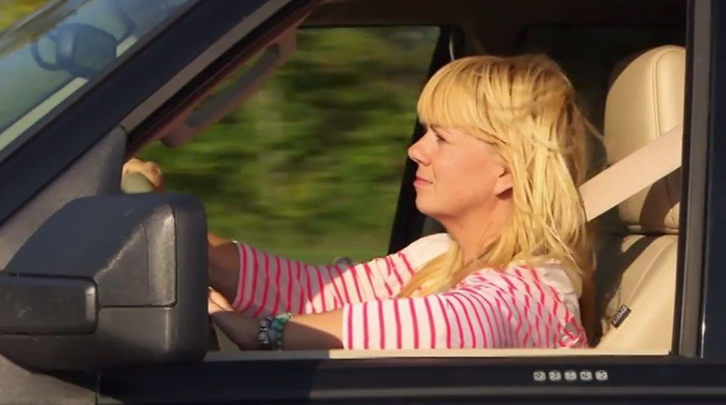 Bitte melde dich Staffel 2 Folge 2 julia auto