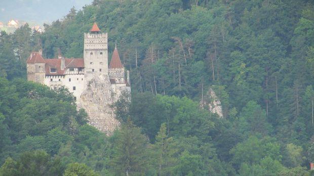 Ein blutdurstiger Prinz residiert in einem abgelegenen Schloss in Transsilvan...