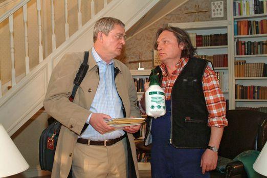 Verliebt in Berlin - Bernd (Volker Herold, r.) ist überrascht, dass Friedrich...