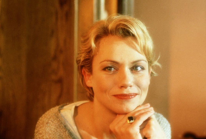 Das Motto der enttäuschten Nina (Jennifer Nitsch): Wenn man sich an einen Mann anlehnt - fällt er um! - Bildquelle: Christian Rieger/Klick ProSieben