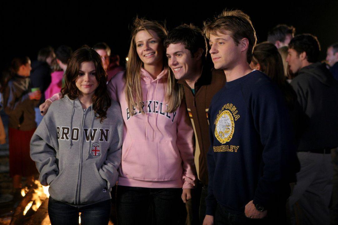 Für Marissa (Mischa Barton, 2.v.l.), Ryan (Benjamin McKenzie, r.), Summer (Rachel Bilson, l.) und Seth (Adam Brody, 2.v.r.) steht ein wichtiger Tag... - Bildquelle: Warner Bros. Television