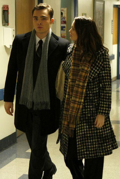 Blair (Leighton Meester, r.) und Chuck (Ed Westwick, l.) fahren natürlich sofort zum Krankenhaus, als sie von Serenas Unfall erfahren. - Bildquelle: Warner Brothers