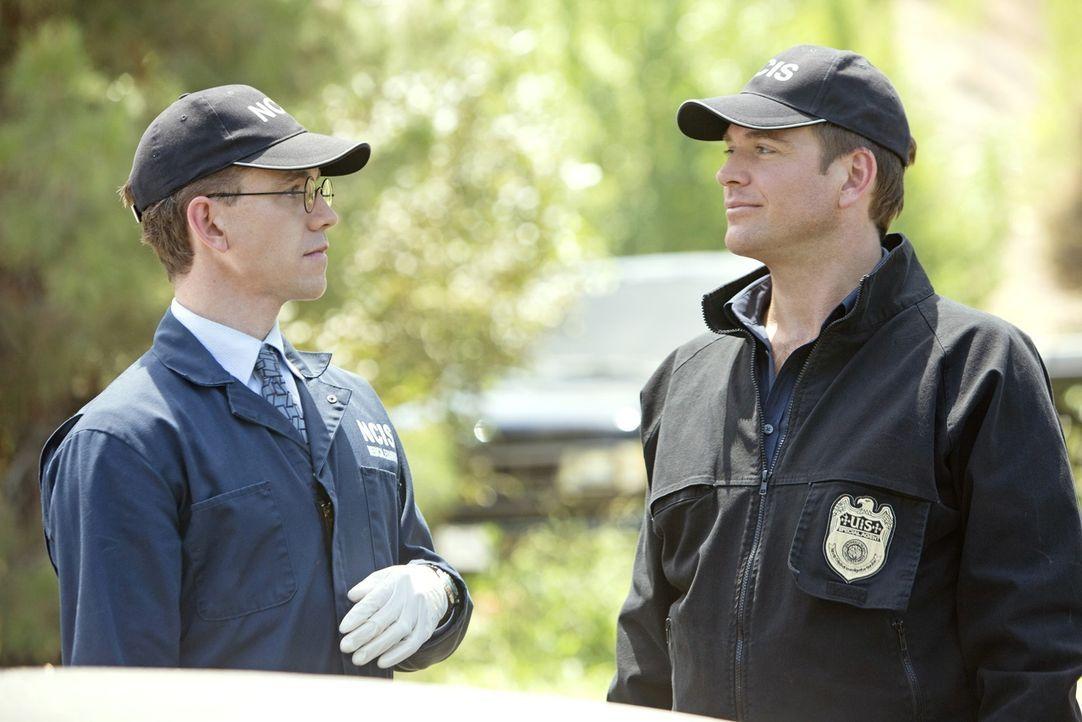 Werden mit einen neuen Fall beauftragt: Tony (Michael Weatherly, r.) und Jimmy (Brian Dietzen, l.) ... - Bildquelle: CBS Television