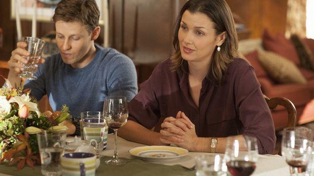 Beim gemeinsamen Sonntagsessen besprechen Erin (Bridget Moynahan, r.) und Jam...