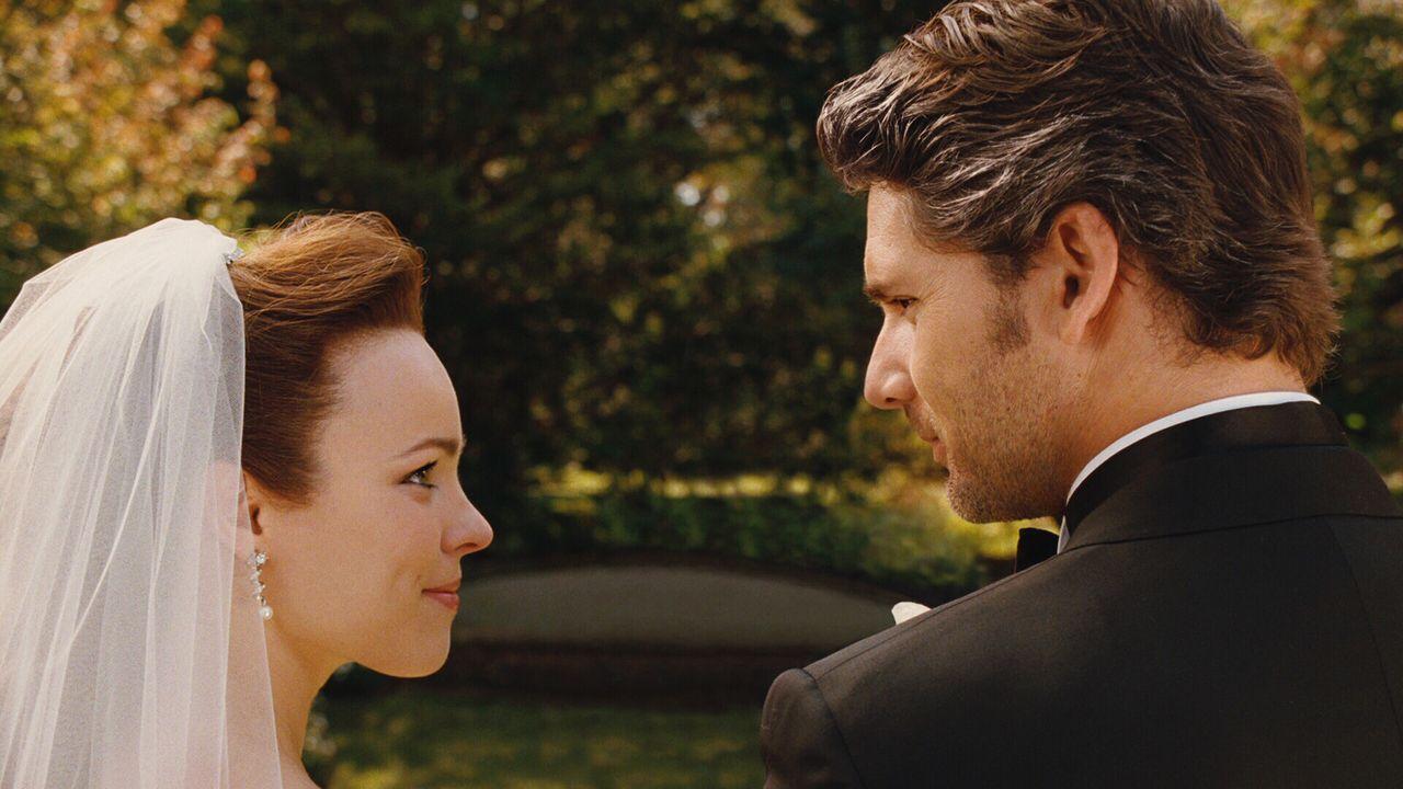 Ihr schönster Tag im Leben: Clare (Rachel McAdams, l.) und Henry Eric Bana, r.) heiraten .... - Bildquelle: Warner Brothers