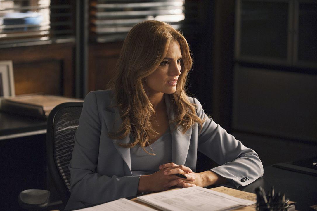 Beckett (Stana Katic) verliert sich immer mehr in ihren Racheplänen. Ihre Beziehung mit Castle leidet deutlich darunter ... - Bildquelle: Greg Gayne 2015 American Broadcasting Companies, Inc. All rights reserved.