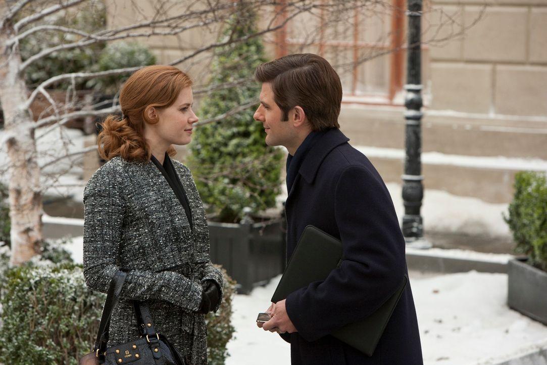 Sehnsüchtig wartet Anna Brady (Amy Adams, l.) auf einen Heiratsantrag von ihrem Freund Jeremy (Adam Scott, r.). Schließlich nimmt sie ihr Glück selb... - Bildquelle: 2010 Universal Studios