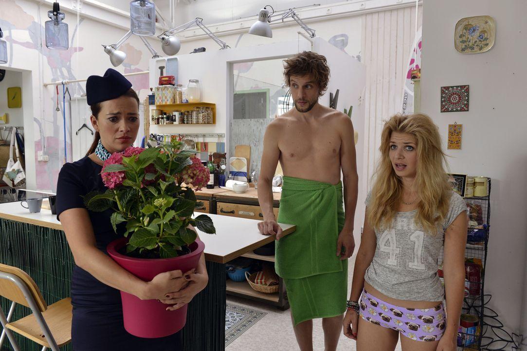 Ein unschönes Zusammentreffen: Daniel (Christoph Humnig, M.), Mila (Susan Sideropoulos, l.) und Sally (Laura Osswald, r.) ... - Bildquelle: Oliver Ziebe SAT.1