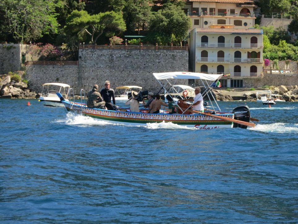 Dieses Mal verschlägt es Anthony Bourdain (2.v.l.) nach Sizilien, wo man die Langsamkeit liebt und aus allem das Beste macht. Dort isst er sich einm... - Bildquelle: 2013 Cable News Network, Inc. A TimeWarner Company. All rights reserved.